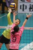 图文:天津女排3-0上海 杨婕一对一拦网