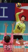 图文:天津女排3-0上海 陈丽怡大力扣球