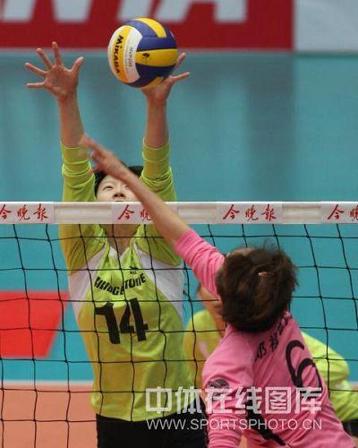 图文:天津女排3-0上海 陈丽怡拦网得手