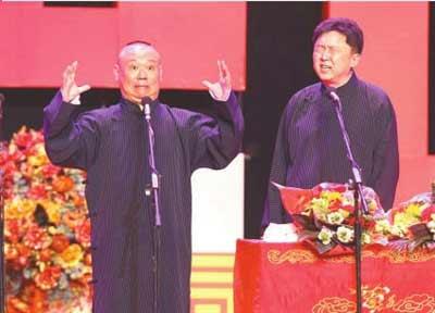 郭德纲(左)