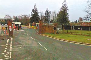 """在谷歌""""街景""""上,英国空军特种部队总部尽收眼底。"""