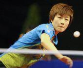 图文:德国乒乓球赛女单决赛 丁宁回球瞬间