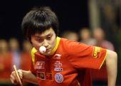 图文:德国乒乓球赛女单决赛 冯亚兰发球瞬间