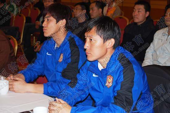图文:[中超]陕西冠名仪式 曲波在签约现场