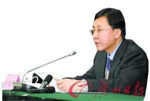 山西省政府副秘书长巨宪华在会上通报情况。新华社发