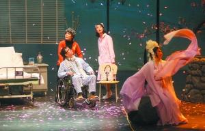 赖声川表示,将越剧和《暗恋桃花源》结合起来,是一次很大的挑战