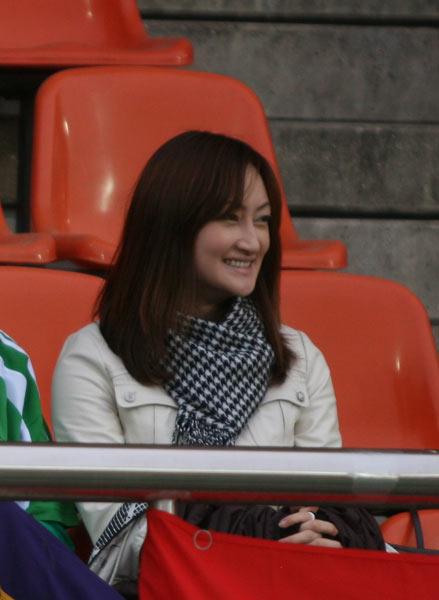 国安美女球迷远赴客场助阵
