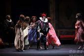 《弄臣》 玛皇家歌剧院-A组首演-第一幕第1场-中景-里欧-努奇饰利哥莱托