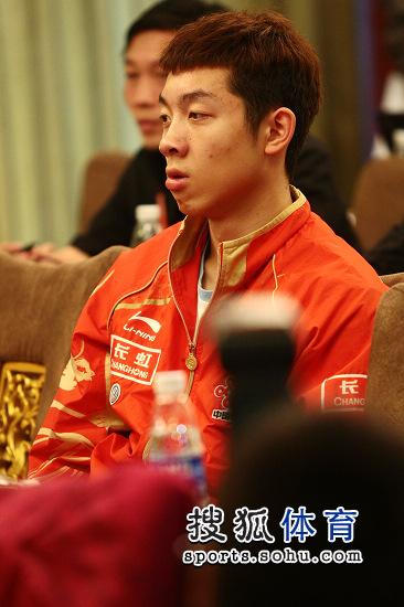 图文:乒乓球亚洲杯抽签仪式 许昕有点困了