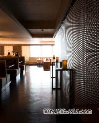 ArmaniBar HK 长廊。餐厅的长廊营造出时尚气氛与优雅格调。