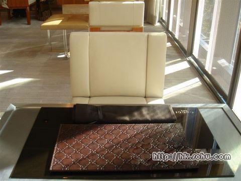 桌垫和MENU封皮上处处logo,让时尚爱好者光用看的也心满意足