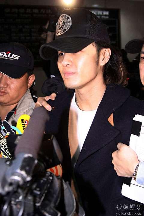 图:许绍洋涉嫌教唆黑道伤人 被移送台北地检署5
