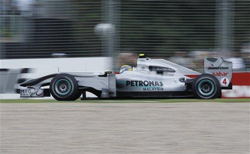 图文:F1澳洲站第二次练习赛 迈凯轮汉密尔顿