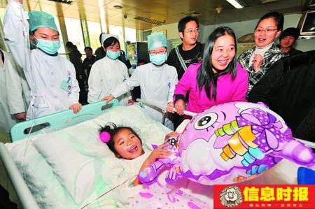 受伤学生吴雨萱从ICU病房转至普通病房接受治疗。信息时报特派记者 叶伟报
