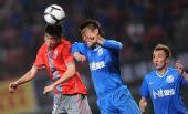 图文:[中超]长沙金德2-0上海 许博比赛中争顶