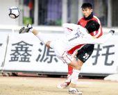 图文:[中超]长春0-0辽宁 姜鹏翔在比赛中