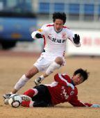 图文:[中超]长春0-0辽宁 姜鹏翔赛中突破进攻