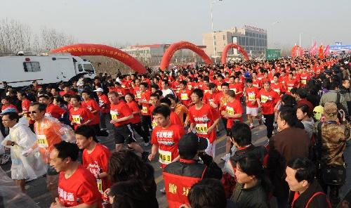 郑开国际马拉松赛 马拉松赛在郑州鸣枪