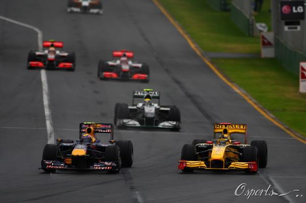 图文:F1澳大利亚站正赛 库比卡外道超越