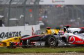 图文:F1澳大利亚站正赛 库比卡抗衡巴顿