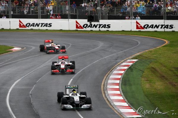 图文:F1澳大利亚站正赛 都搭载奔驰引擎