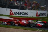 图文:F1澳大利亚站正赛 马萨与汉密尔顿对抗