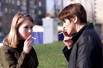 吸烟经济总量_吸烟的肺