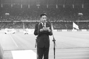 前晚的中超开幕式上,谭海代表裁判宣誓时,工体上万名球迷一起发出嘘声。