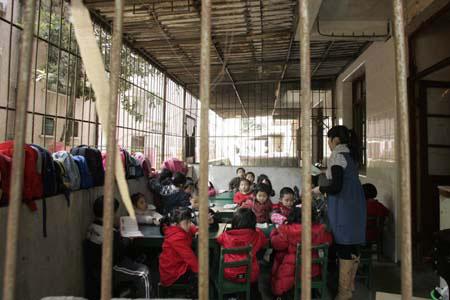 搬到园外套房上课的孩子 记者黄珊/文肖春道/图实习生吴详强