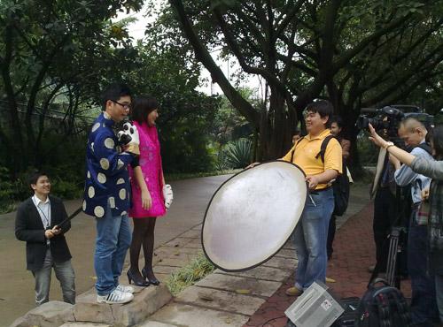 冼一峰,吴诺思,梁志皋在长隆野生动物园,拍摄虎年最新宣传片,看看主播