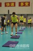 图文:中国男排首次公开训练 队员在训练中