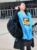 图文:[中超]陕西1-1大连 美女记者现场工作