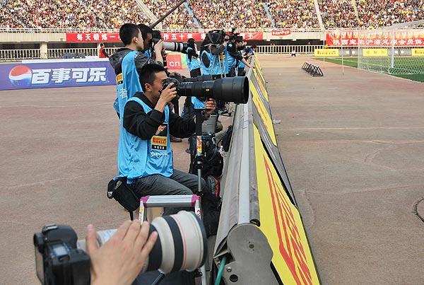 图文:[中超]陕西1-1大连 陕西队吸引众多媒体