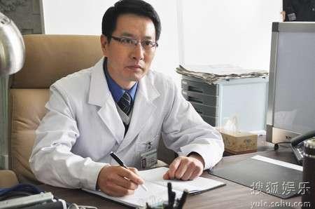 姚刚在《大元奇事》中饰演一名医生