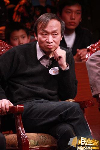 《中国不高兴》作者王小东认为中小学英语课时不必作为必修课