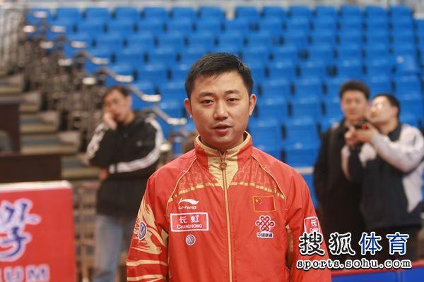 图文:女乒备战直通赛第三阶段 黄飚拍摄的闫森图片