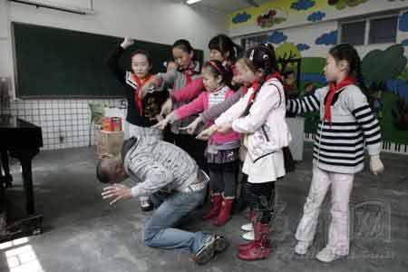 仓山麦顶小学舞台剧《小网迷》,提醒孩子们不要跟陌生人聊天
