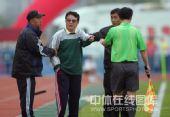 图文:[中甲]广州3-1北理工 金志扬指责裁判