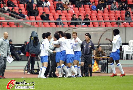 图文:[中超]杭州1-1长沙 金德庆祝进球