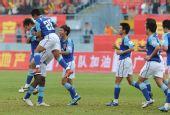 图文:[中甲]广州3-1北理工 广州队员庆祝