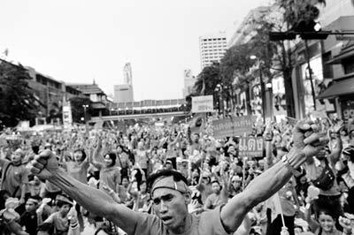"""""""红衫军""""在曼谷市中心示威"""