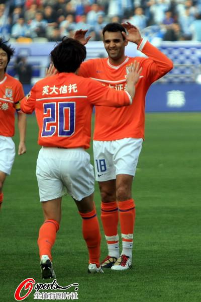 图文:[中超]天津VS山东 安塔尔首开记录