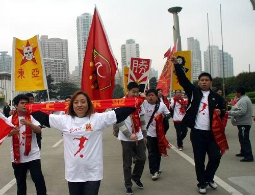 图文:[中甲]东亚2-0日之泉 球迷激动