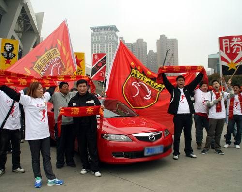 图文:[中甲]东亚2-0日之泉 球迷热情
