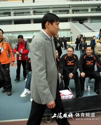 图文:[中甲]东亚2-0日之泉 范志毅潇洒