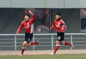 图文:[中超]辽宁2-1陕西 杨宇庆祝进球
