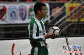 图文:[中超]杭州1-1长沙 孙祥主罚边线球