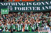 图文:[中超]杭州1-1长沙 绿城球迷鼓掌