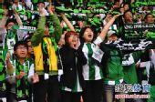 图文:[中超]杭州1-1长沙 美女球迷呐喊