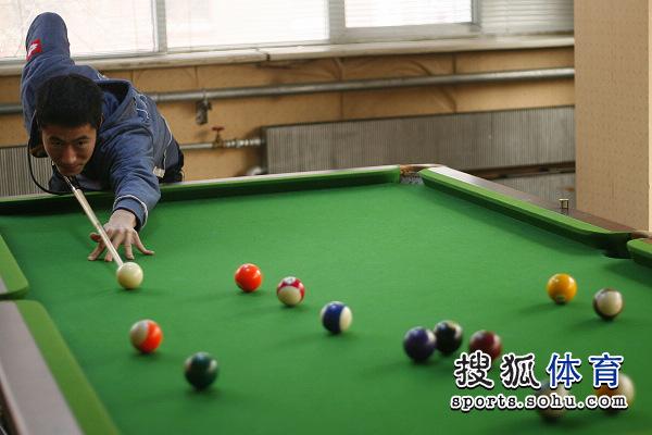 队员:男乒台球打体育王励勤学会-搜狐图文滑翔伞瞄准要多久图片